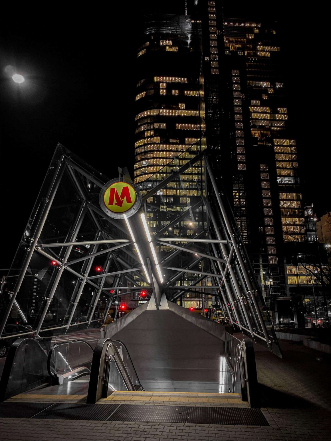варшава метро закроют