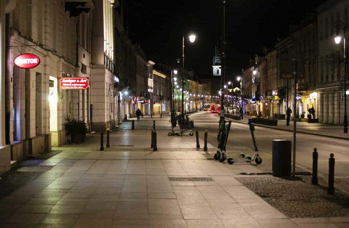 Пустые улицы Варшавы