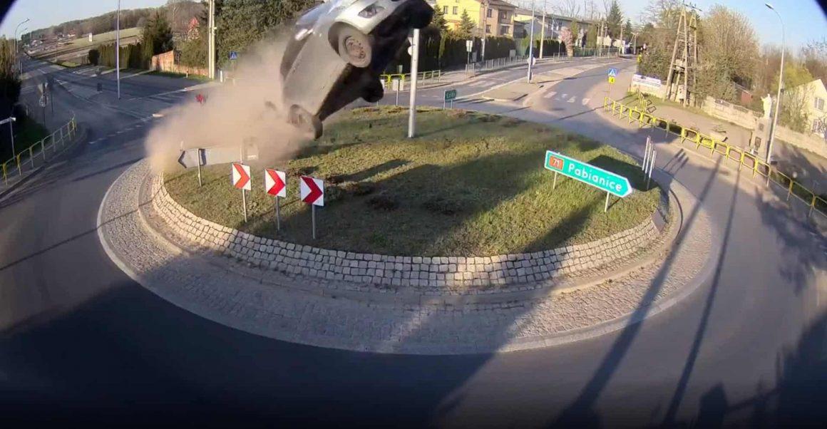 Автомобиль взмыл в воздух