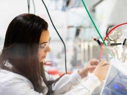 Польские ученые разработали средство, которое замедляет заражение коронавирусом