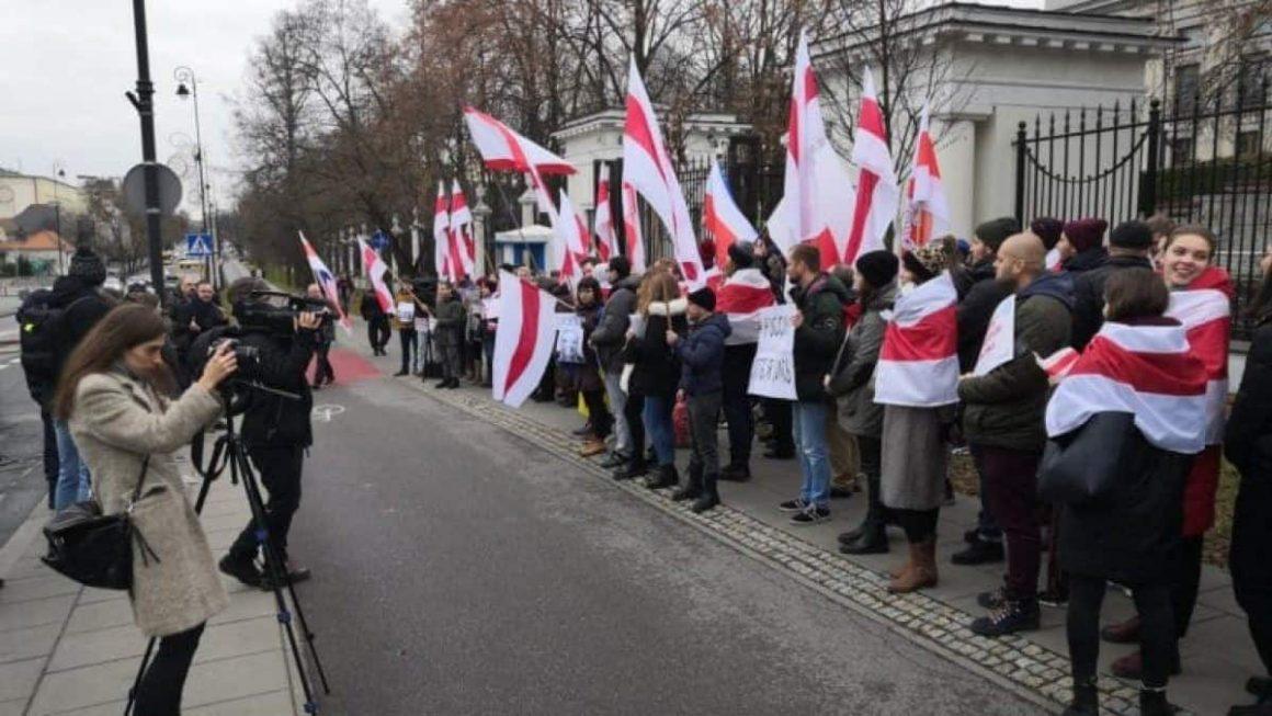 протест беларусов в варшаве