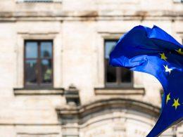 В Еврокомиссии обдумывают открытие внешних границ ЕС для третьих стран с 1 июля. Однако, не для всех.