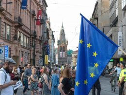 Евросоюз составил список стран, гражданам которых с 1 июля разрешат въезд в страны ЕС. Об этом сегодня написал BBC.
