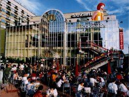 Первый McDonald's в Польше открылся 28 лет назад (фото)