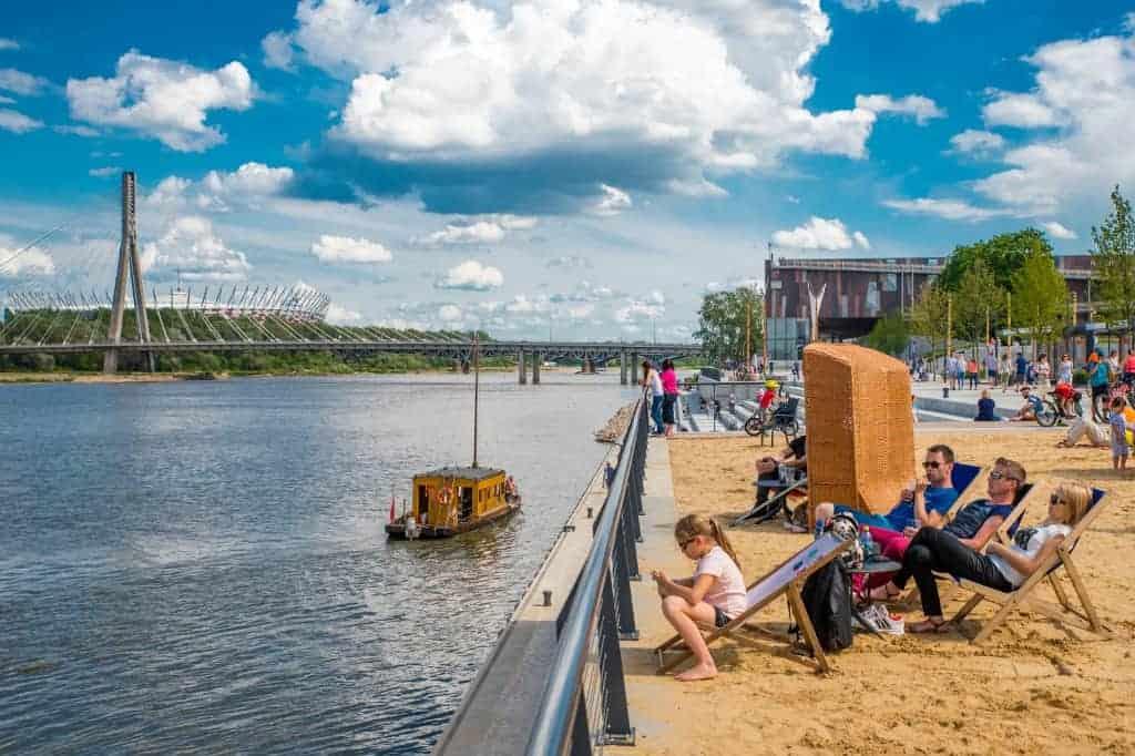 Уже в ближайшие выходные жители Варшавы смогут воспользоваться множеством развлечений, которые приготовил им город - тренинги по йоге, игры для детей, экологические мастер-классы и бесплатные рейсы по реке, это только часть из них.