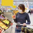 Лукаш Шумовский объявил, что правительство хочет предоставить работникам магазинов полномочия, с которыми они смогут не обслуживать клиентов без масок.