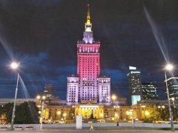 Бело-красно-белый Дворец Культуры и Науки
