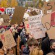 протест молодых в варшаве