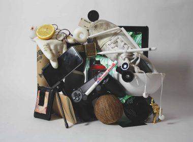 Жители Варшавы теряют все меньше и меньше вещей. В 2020 году на хранение в Бюро находок столицы было принято 6200 предметов, для сравнения – в 2019 приняли 9800 предметов. Жители столицы в основном теряли документы, телефоны, часы и электронику.