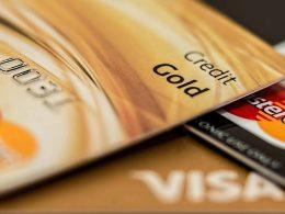 Мужчина нашёл чужую кредитную карту и полгода ею расплачивался