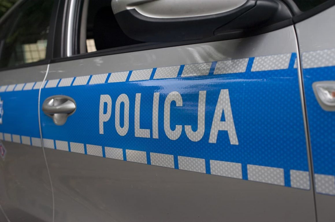 В Варшаве на мужчину напали бандиты, а полиция выписала ему штраф за отсутствие маски