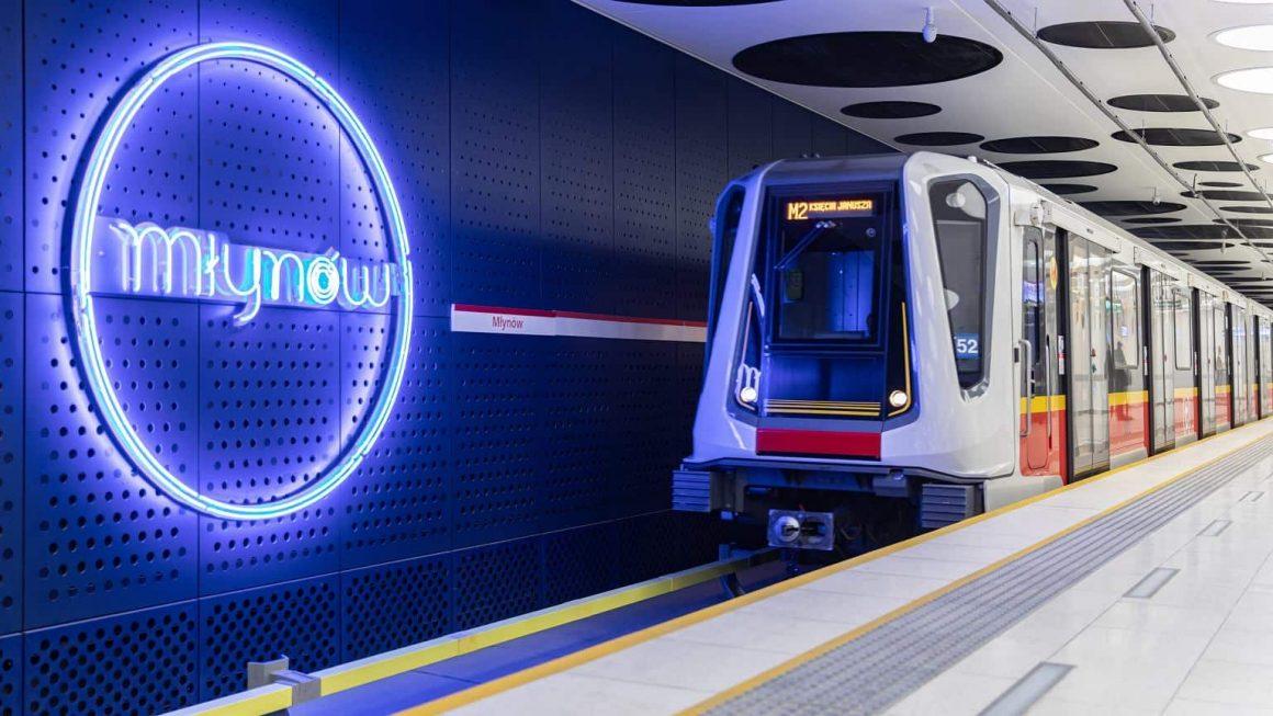 Три новых станции метро в Варшаве, которые были построены в апреле прошлого года, были номинированы на престижную архитектурную премию - Mies van der Rohe.