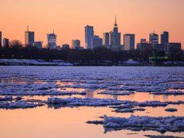 Быстрый рост температуры воздуха и оттепель на юге Польши вызывают повышение уровня воды в Висле в Варшаве.
