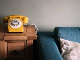 Одна из варшавских библиотек ввела необычную услугу для своих читателей. Каждый желающий теперь может позвонить в библиотеку и попросить почитать ему вслух по телефону.