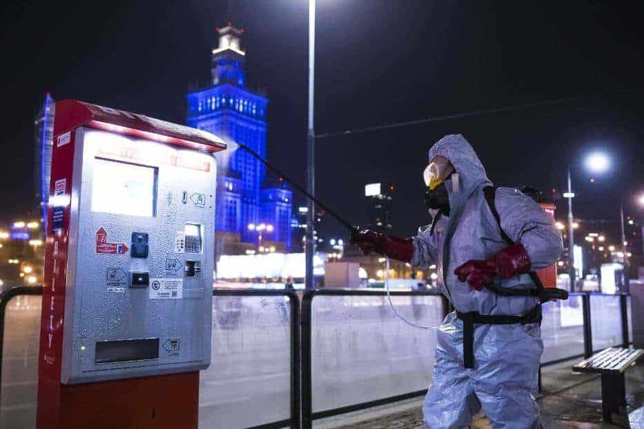 В связи с ростом числа заражений коронавирусом мэрия объявила об очередном озонировании наиболее посещаемых мест столицы.