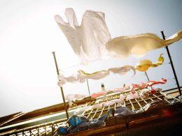 Солнце и тёплые дни радуют горожан всё чаще. Многие люди, пользуясь этим, вывешивают постиранную одежду сушиться на балконы. Однако, оказалось, что у некоторых людей это вызывает негодование.