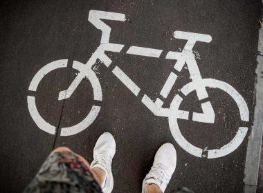 Становится всё теплее, а на улицы выезжает всё больше велосипедистов. Однако, следует быть осторожными и помнить про ряд правил, нарушение которых может караться штрафом.