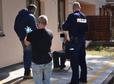 Под Варшавой мужчина с иглой нападал на случайных прохожих