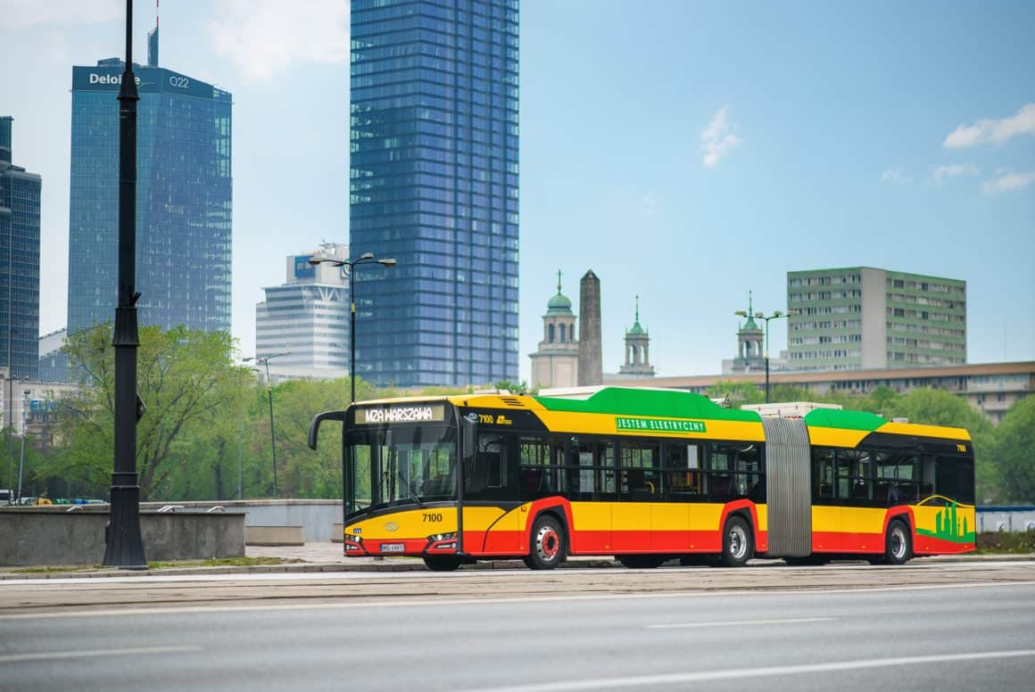 Общественный транспорт в Варшаве – автобусы, трамваи и метро будут ходить чаще