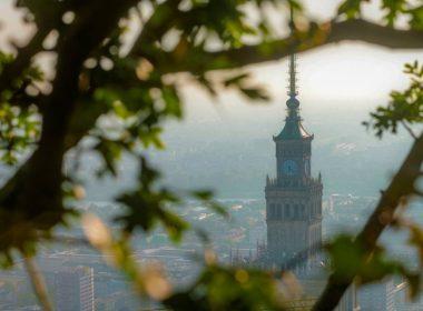 На смотровой площадке Varso Tower на высоте 205 метров появились деревья. Жители города смогут отдохнуть в саду, находясь на небоскрёбе!